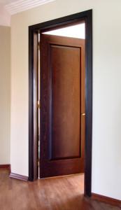Деревянная дверь - фото.