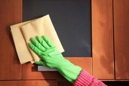 Правильный уход за дверями в квартире