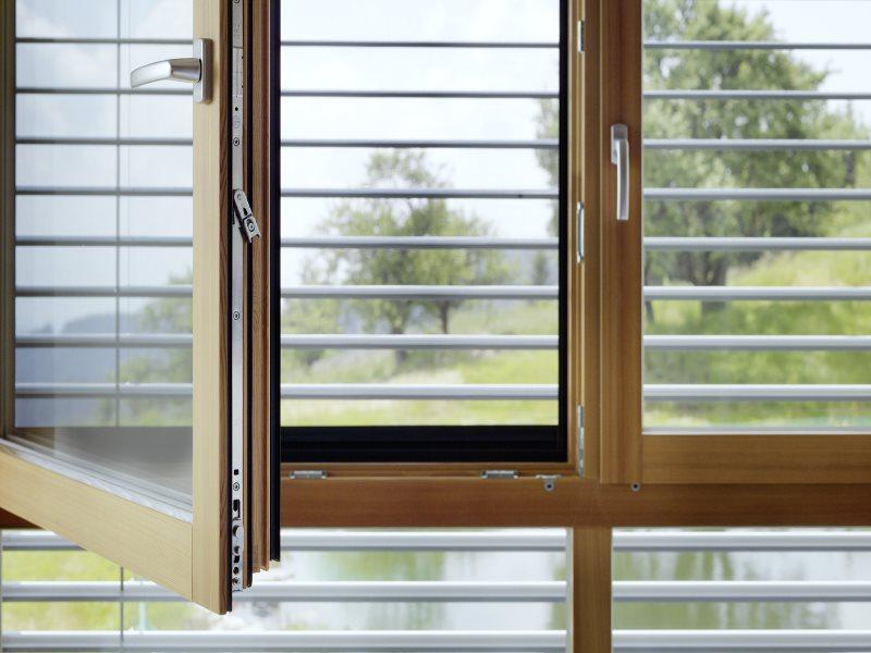 Окна из алюминия и дерева