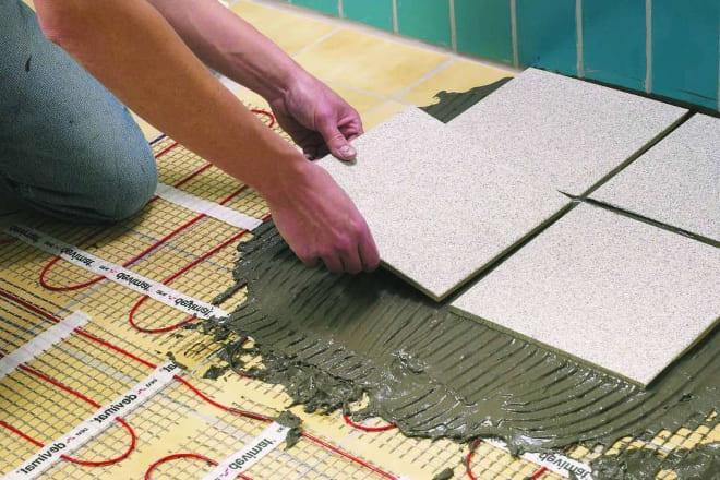 Как класть плитку на тёплый пол